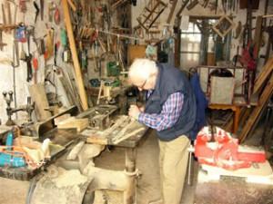 D. Joaquin Arias trabajando en su taller